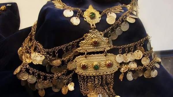 Выставкой старинных украшений в Софии был открыт Салон искусств