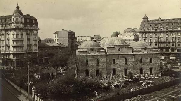 Буюк-мечеть, которая приютила Национальный археологический музей