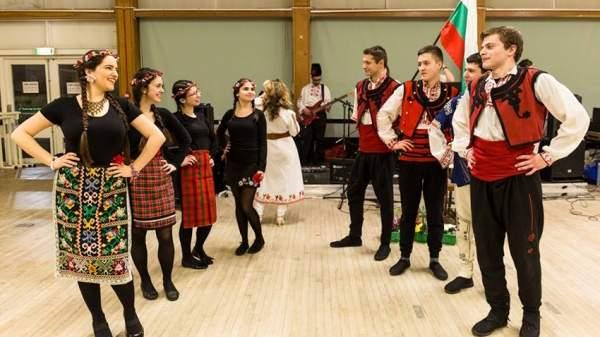 Студенты поддерживают и развивают болгарские традиции и культуру в Шотландии
