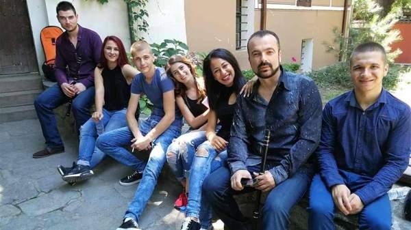 Студенческий фольклорный ансамбль прославляет Болгарию на платформе Еthnocloud