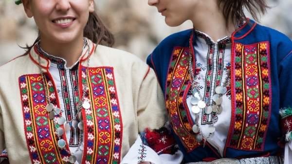 Мастер-самоучка Стоян Маринов изготавливает народные костюмы для мировых сцен