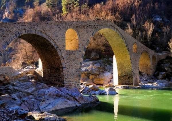 Экспедиция изучает тайны каменных мостов в Родопах